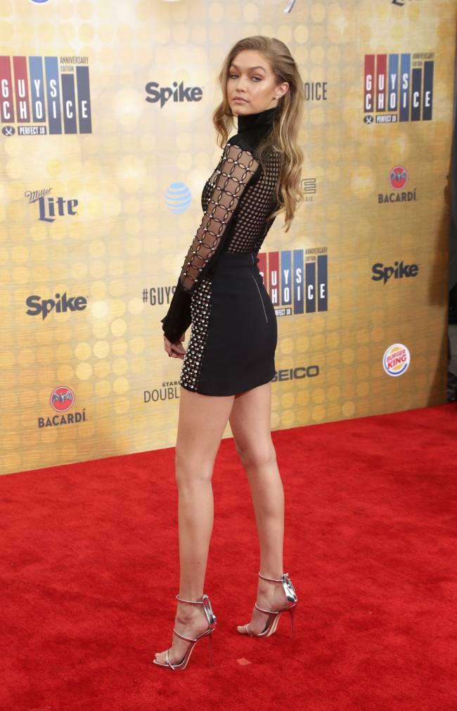 Гордость модели: Джиджи Хадид демонстрирует стройные ножки в Лос-Анджелесе