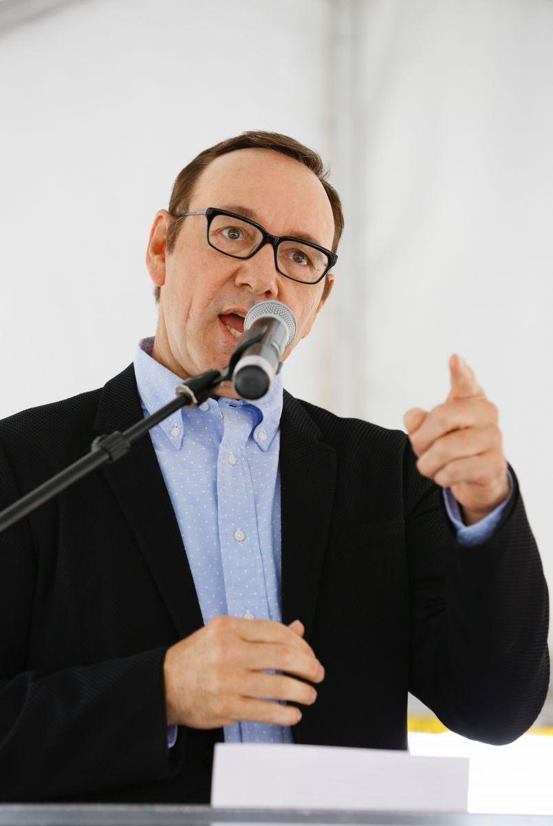 Кевин Спейси тайно приехал в Киев и выступил на конференции