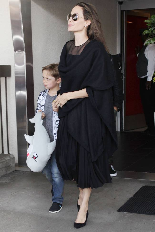 Анджелина Джоли хочет контролировать встречи Брэда Питта с детьми