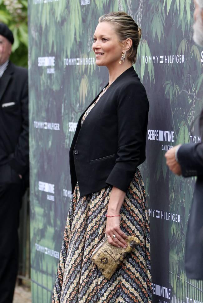 Сама скромность: Кейт Мосс удивила публику сдержанным нарядом
