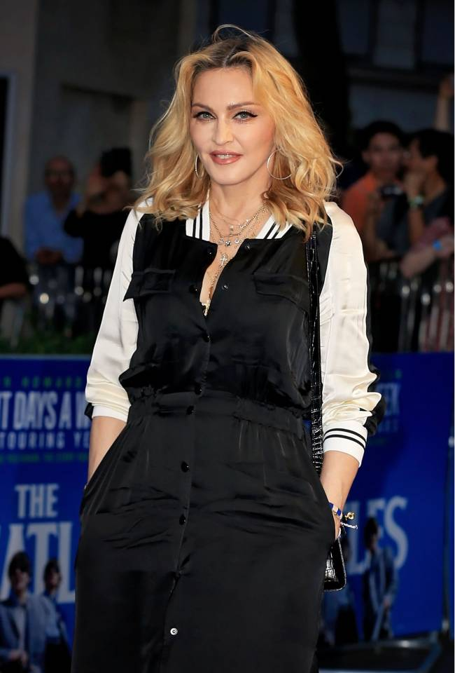 Стильно и сдержанно: Мадонна посетила кинопремьеру в Лондоне