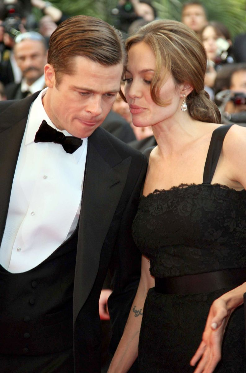 От страстного романа до развода: лучшие фотографии Анджелины Джоли и Бреда Пита