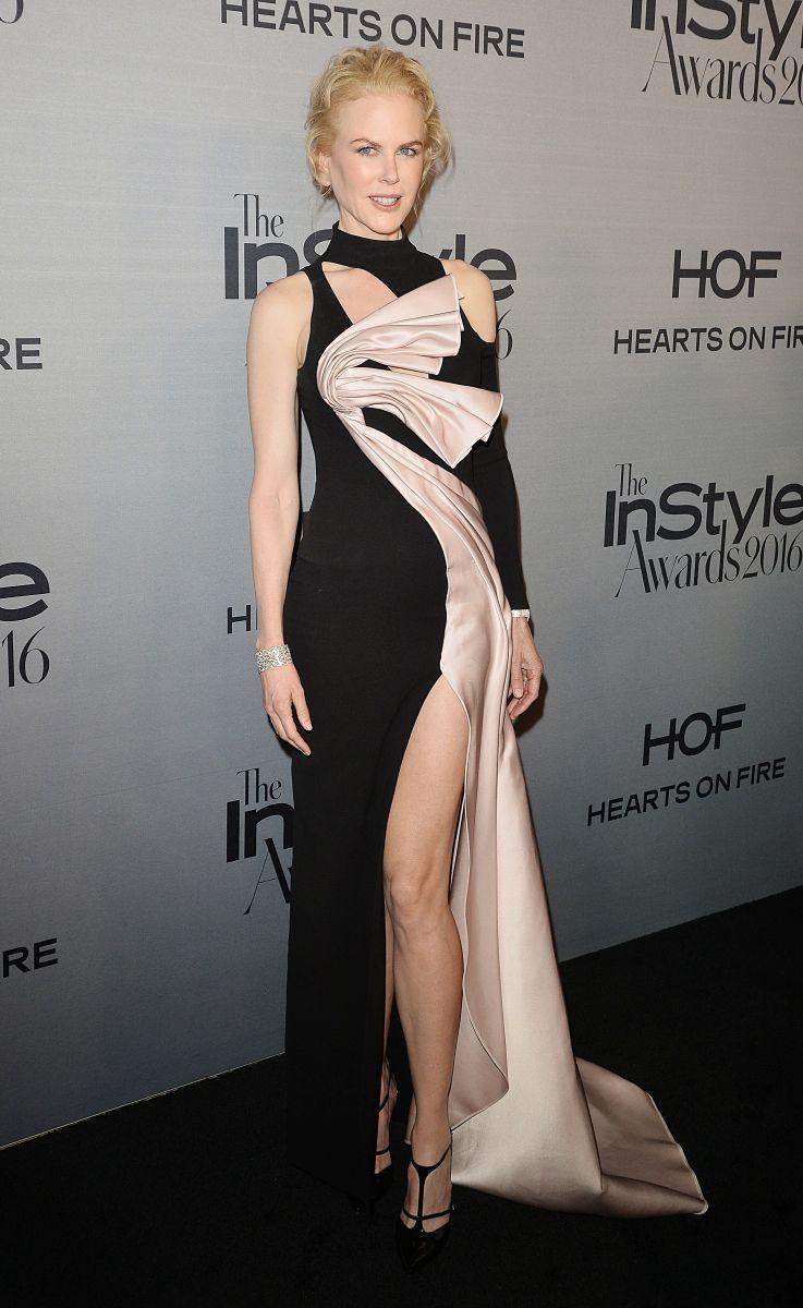 Роскошная Николь Кидман соблазняет стройными ногами в наряде от Versace