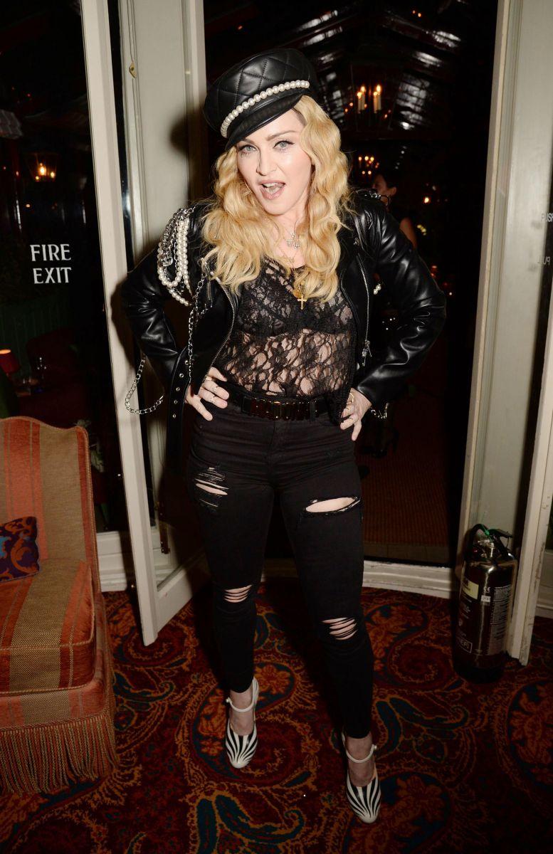 58-летняя Мадонна вышла в свет в прозрачном наряде