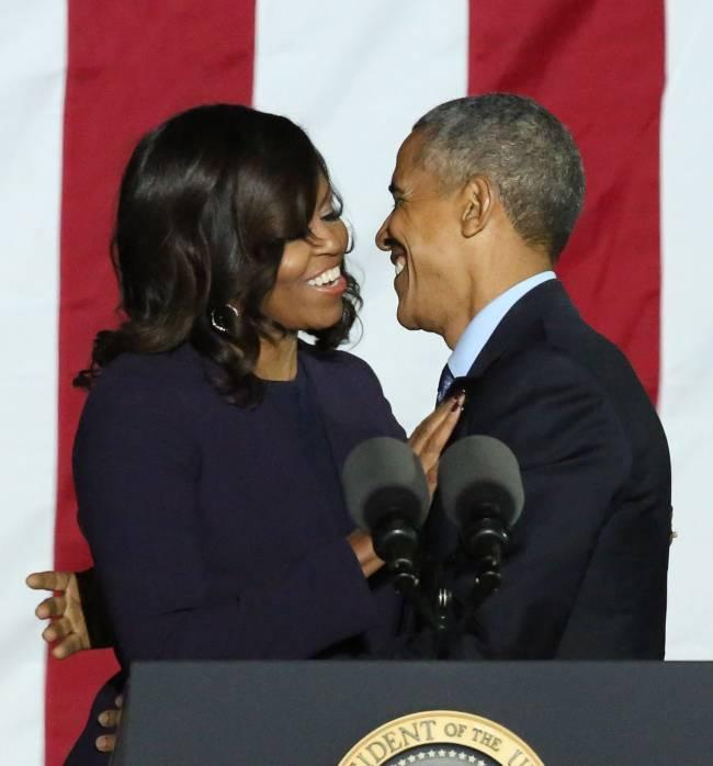 Молодые и влюбленные: Мишель Обама опубликовала в сети раритетное фото с мужем