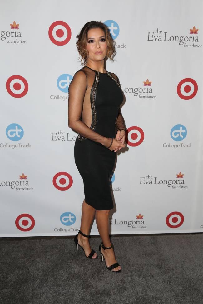 Ева Лонгория продемонстрировала точеную фигуру в соблазнительном платье