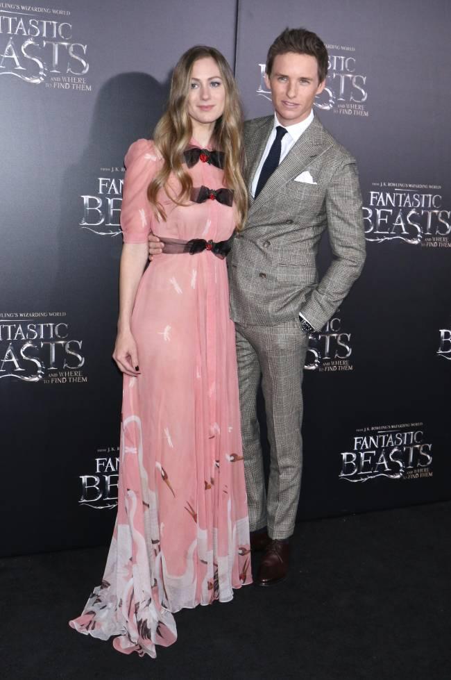 Эдди Редмэйн блистает на кинопремьере с женой и Джоан Роулинг