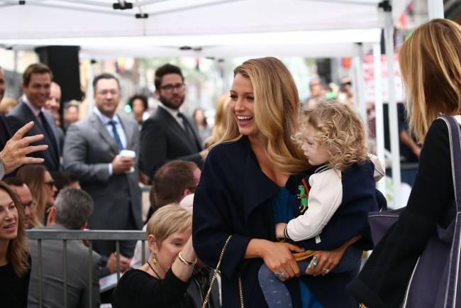 Невероятно красивая семья: Блейк Лайвли и Райан Рейнольдс впервые появились на публике с детьми