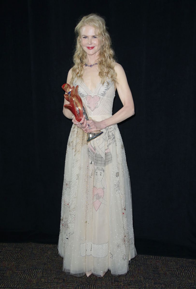 Словно девочка: 49-летняя Николь Кидман демонстрирует осиную талию в наряде от Dior