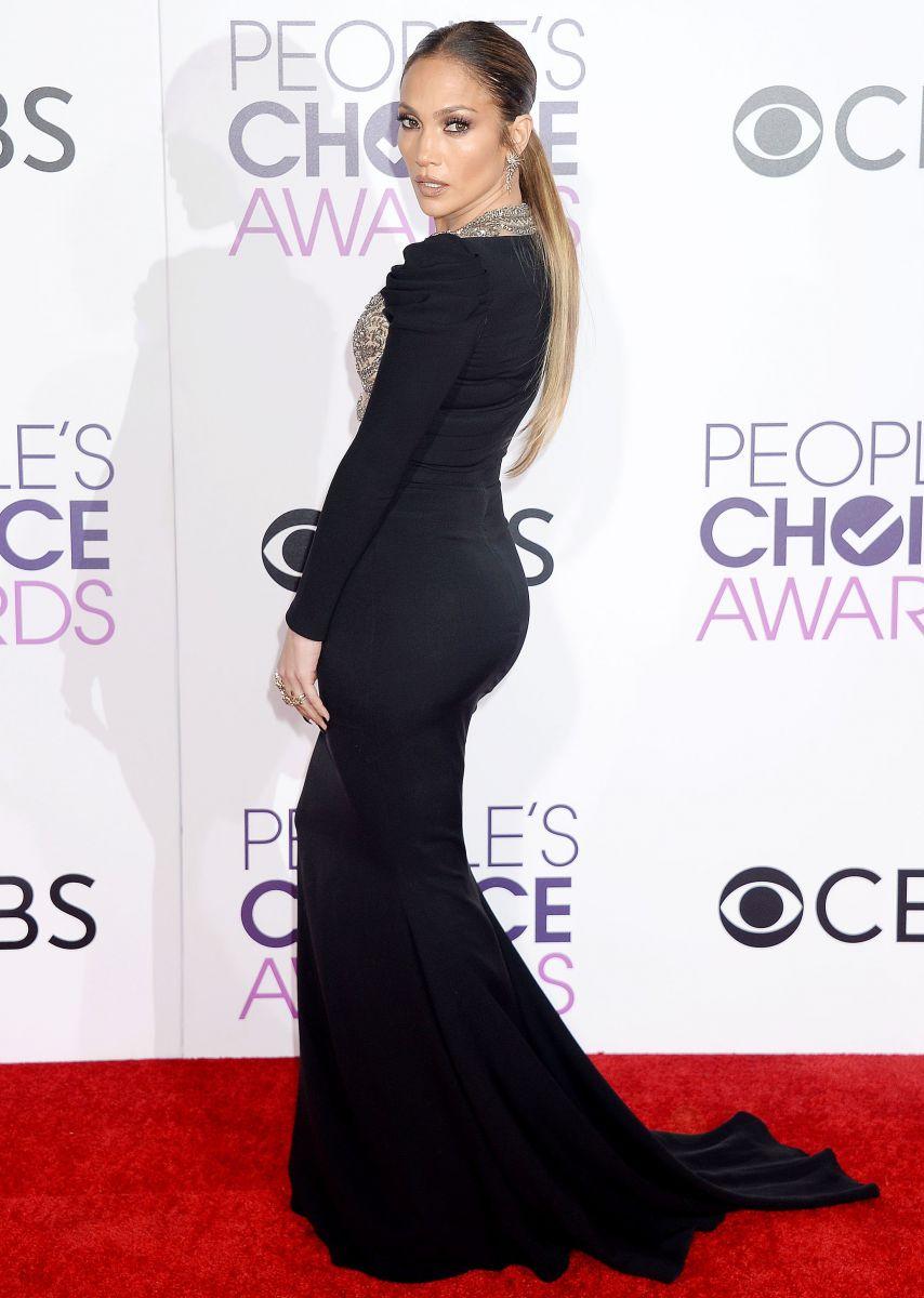 Облегающее платье Дженнифер Лопес порвалось по швам на церемонии People's Choice Awards