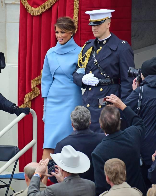 В стиле первой леди: Ольга Бузова примерила наряд Мелании Трамп
