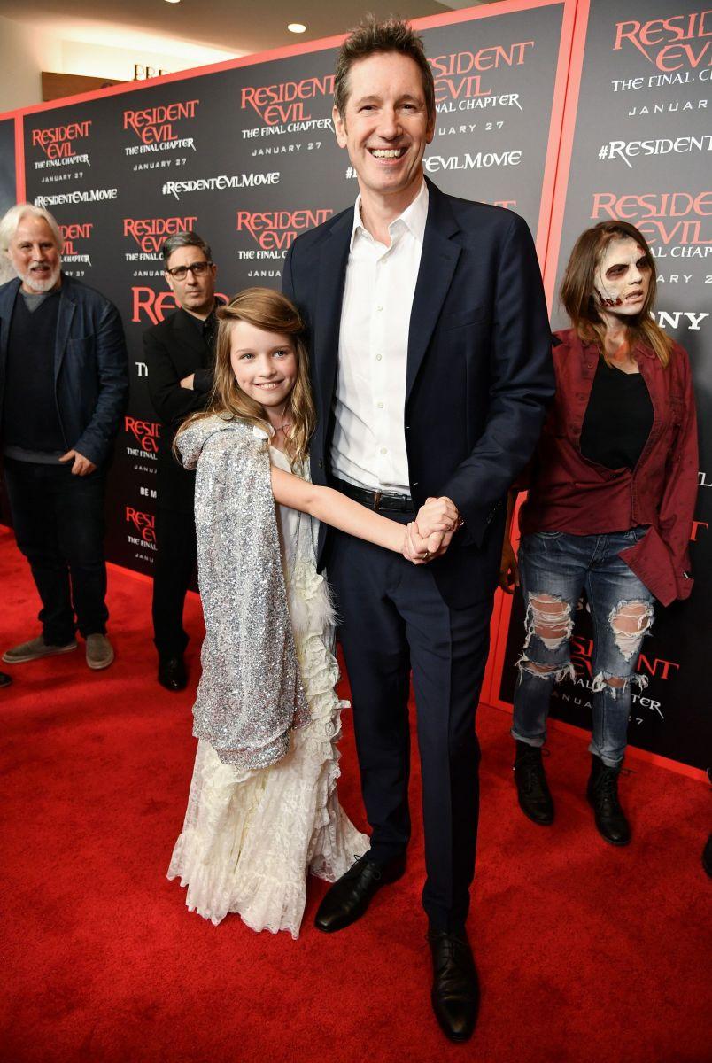 Милла Йовович с мужем и дочерью
