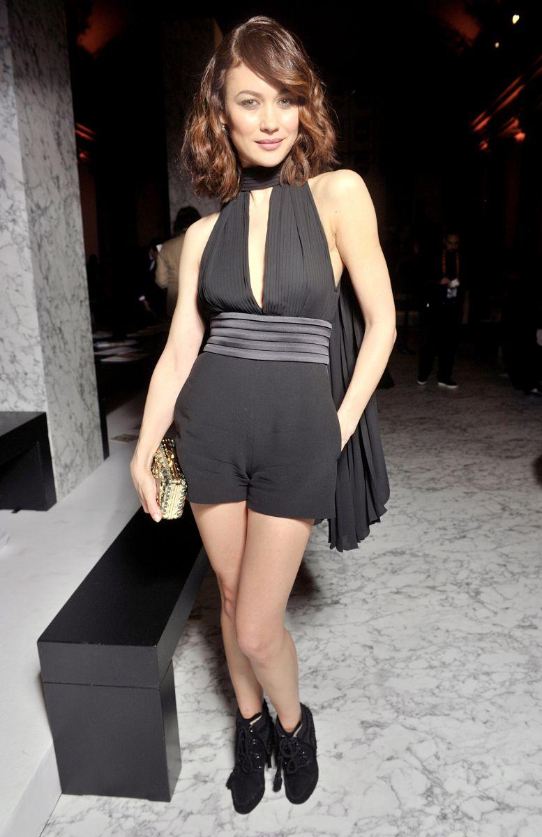 Ах, эти ноги! Ольга Куриленко вышла в свет в комбинезоне с ультра-короткими шортами