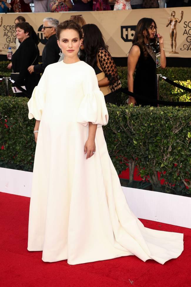 Беременная Натали Портман блистает в роскошном белоснежном платье Dior