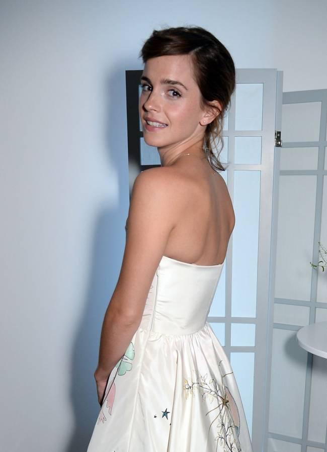 Настоящая принцесса: Эмма Уотсон блистает в элегантном белом платье Dior