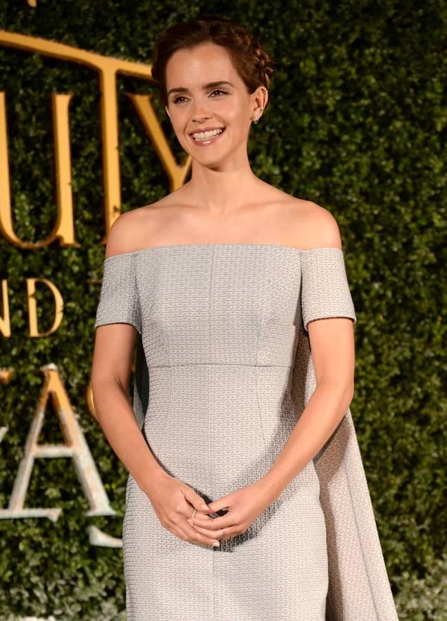 Эмма Уотсон покорила публику роскошным платьем Emilia Wickstead