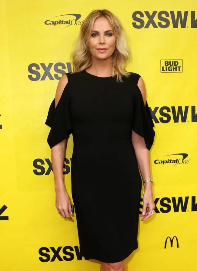 Шарлиз Терон покорила публику в стильном платье Givenchy