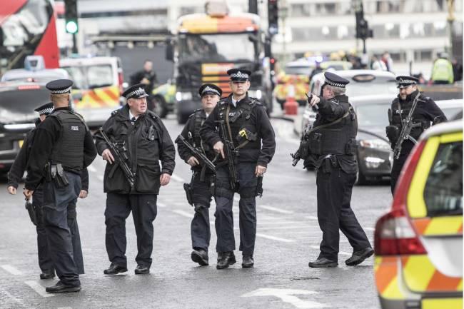 Молимся за Лондон: Дэвид Бекхэм, Кара Делевинь и другие звезды прокомментировали теракт в столице Великобритании