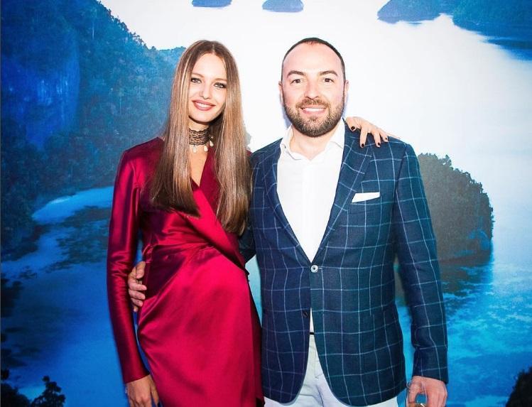 Девушка Владислава Доронина впервые вышла в свет после родов