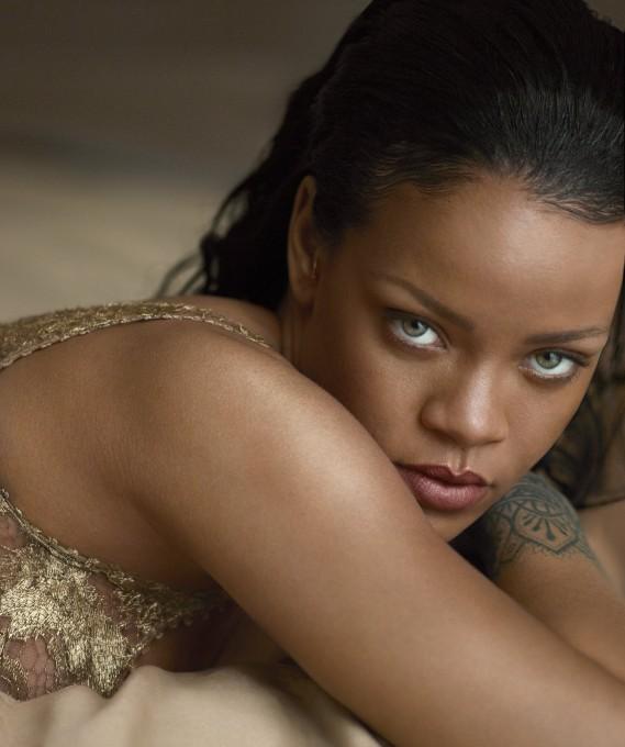 Соблазнительная Рианна украсила обложку Vogue