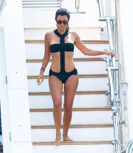 Долой одежду: самые горячие пляжные фото Эмили Ратаковски, Ким Кардашьян, Кендалл Дженнер и других звезд