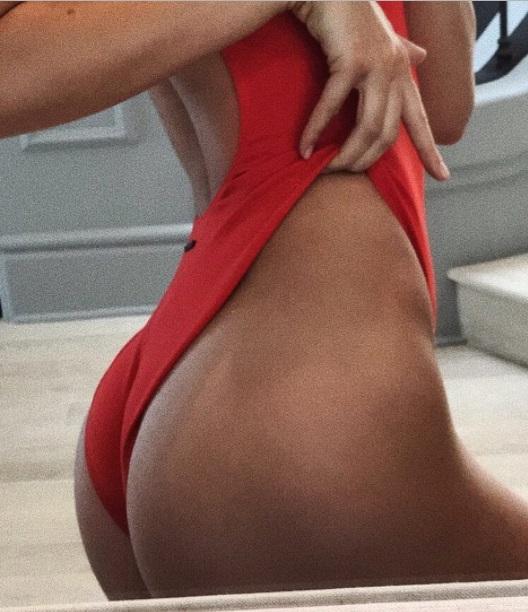 Кендалл Дженнер взорвала сеть сексуальным фото в ванной