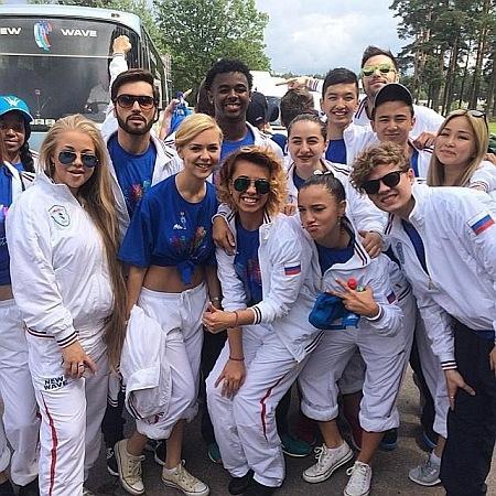 Новая волна 2014 участники от Украины с флагом России