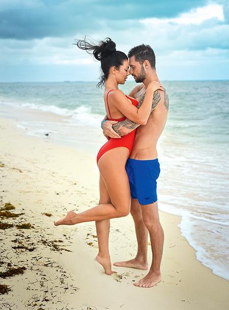 Влюблены и сексуальны: Анна Седокова снялась в страстной фотосессии с возлюбленным
