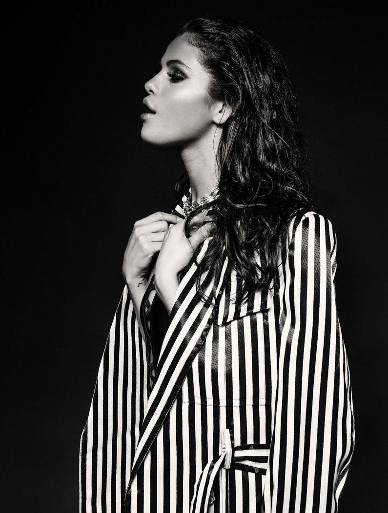 Сексуальная красотка Селена Гомес в новой фотосессии