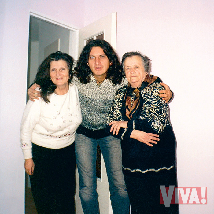 Кузьма Скрябин с мамой и бабушкой