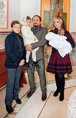 Стас Михайлов и его жена Инна дочь