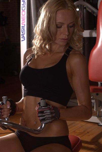 Фитнес-модель Дарья Карелина