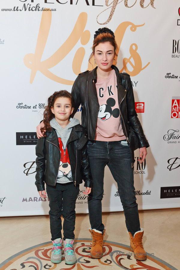 Анастасия Приходько впервые вышла в свет с дочерью Наной