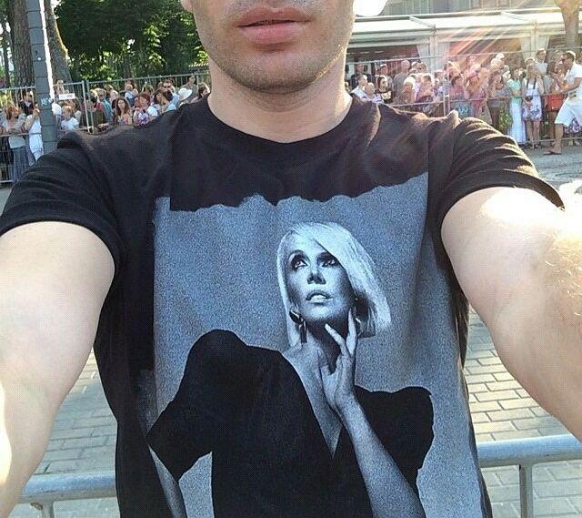 Гости «Новой волны» гуляли в футболках с изображением Валерии