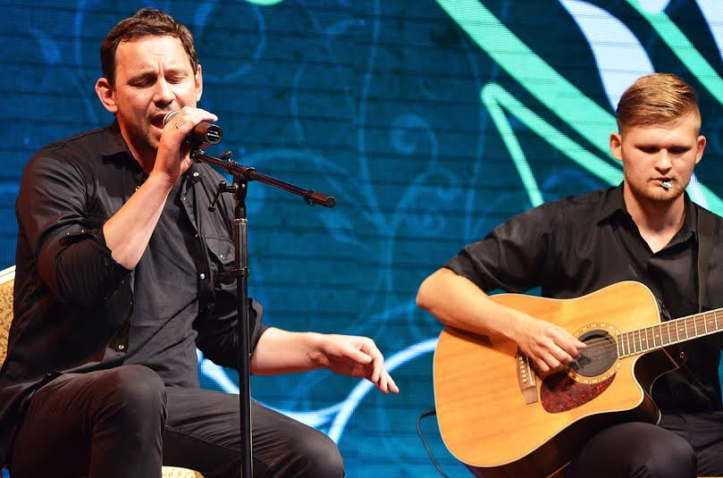 Валерий Харчишин выступил в дуэте с мальчиком, победившим рак