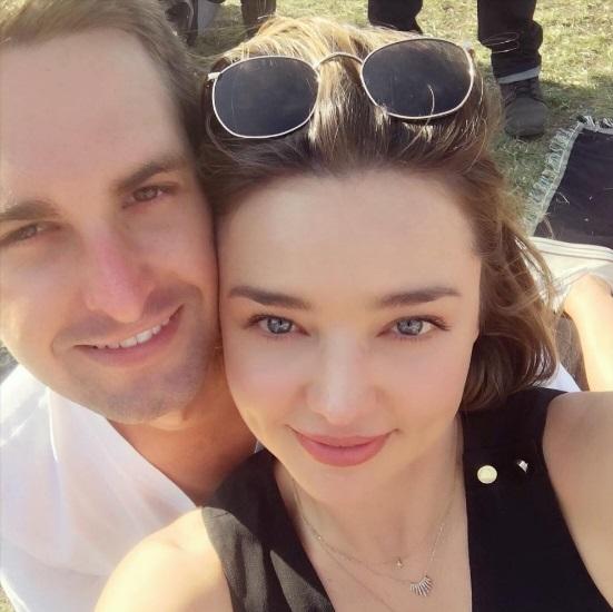Официально: Миранда Керр и Эван Шпигель помолвлены