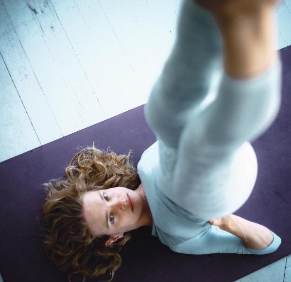 Привет, йога: Наталья Водянова возвращает себе идеальные формы после родов