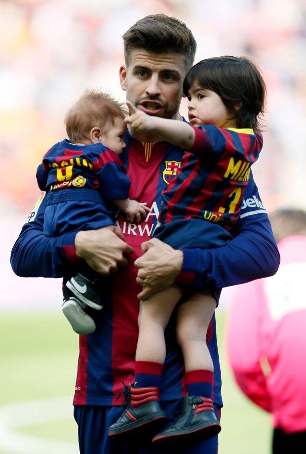 Шакира с сыновьями посетила футбольный матч Жерара Пике