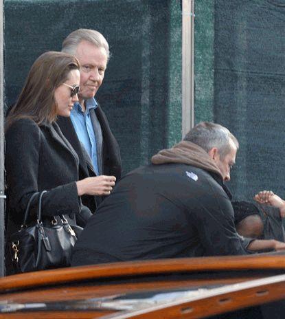 Анджелина Джоли помирилась с отцом