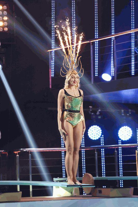 Оля Полякова вышка