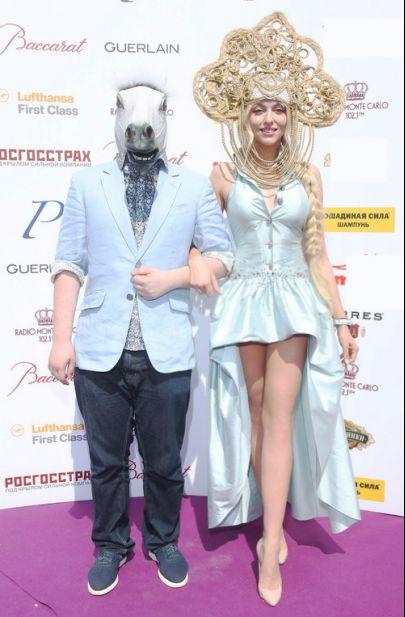Оля Полякова с конем