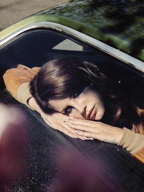 Лана Дель Рей снялась в новой фотосессии