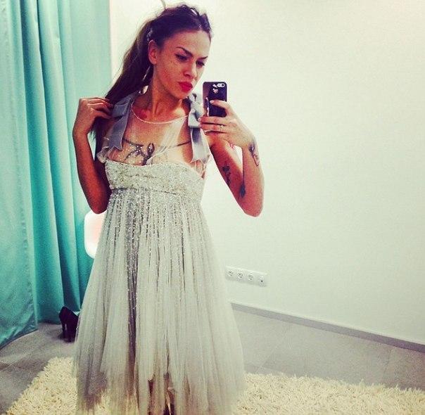 Даша Ши в свадебном платье