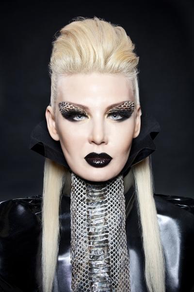 Светлана Вольнова с ярким макияжем