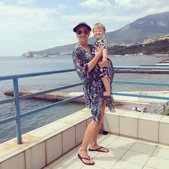 Эвелина Бледанс с сыном в Крыму