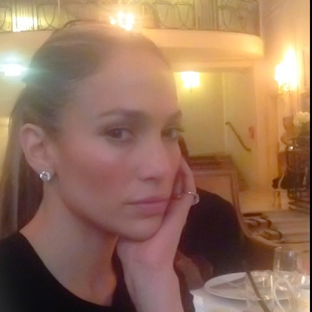 Дженнифер Лопес хвастается идеальным лицом без макияжа