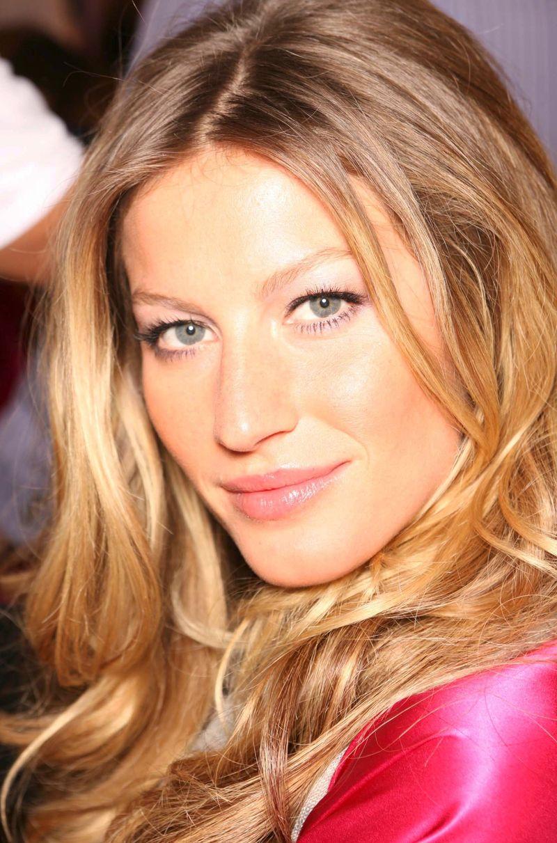 Жизель Бундхен отмечает 34-летие: сексуальные фото модели