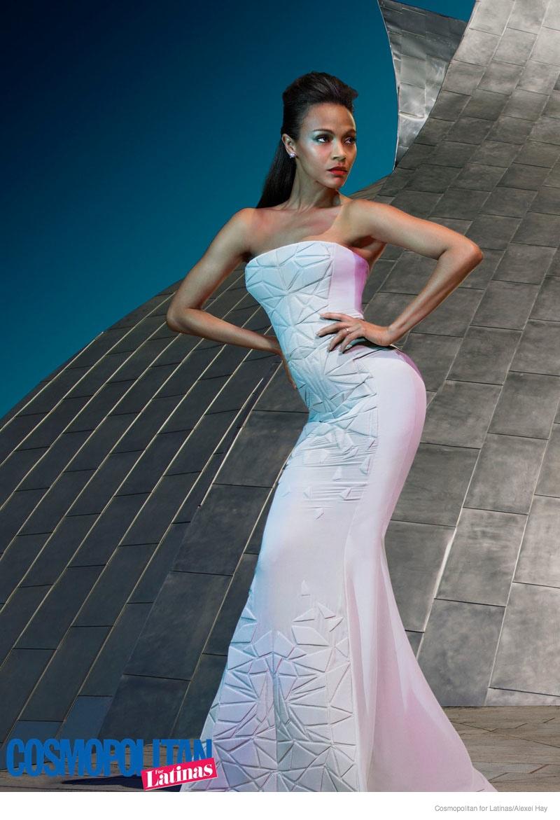 Зои Салдана демонстрирует точеные формы в ярких платьях