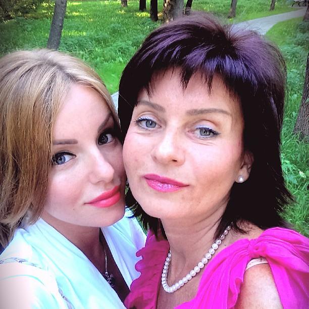 Юлия Волкова показала свою маму