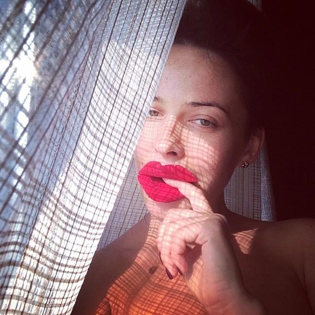Даша Астафьева шокировала своими губами и пышным бюстом